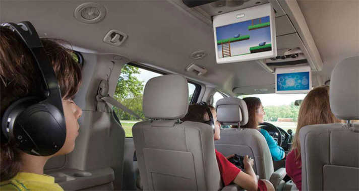 2015 Dodge Grand Caravan dual-screen Blu-ray™ and DVD Video Entertainment System